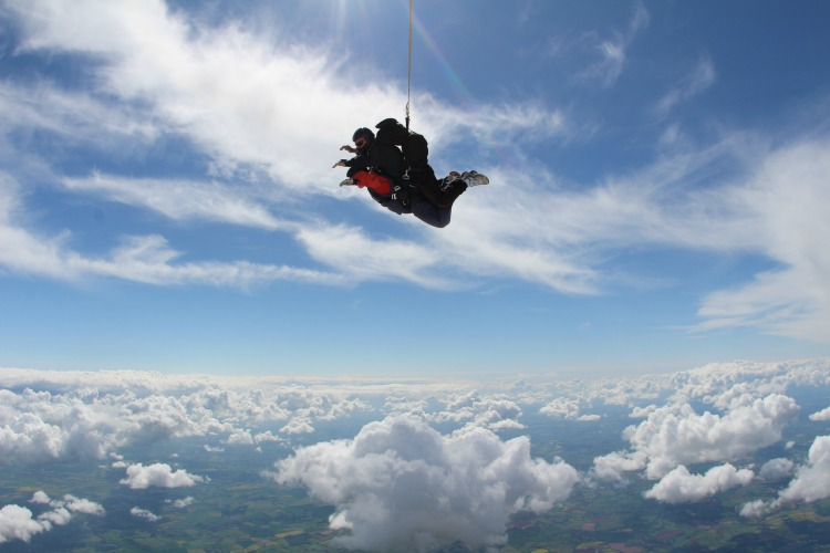 Minuteman Press Franchise Owner Anita Ghent Skydives for Local United Kingdom Charity Willen Hospice http://www.minutemanpressfranchise.co.uk